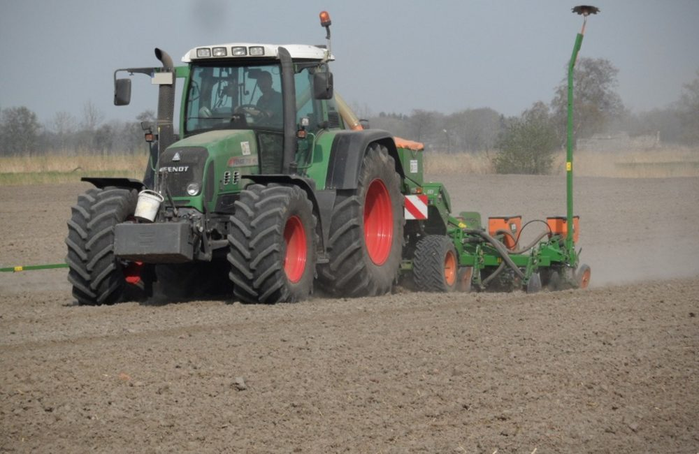 tractor-748624